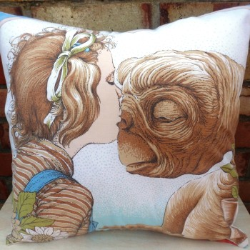 ET the kiss cushion